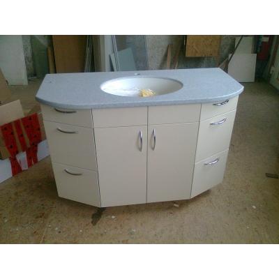 Waschbecken aus Mineralwerkstoffen fertigen wir in allen Farben und Formen.